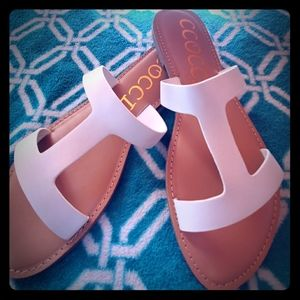 Duo T strap sandals